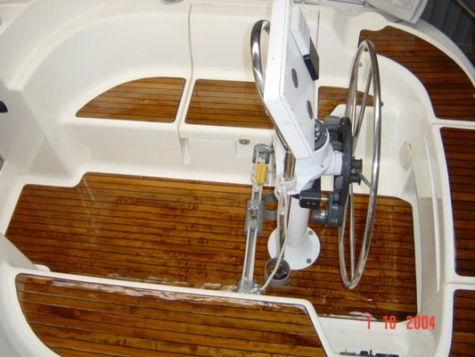 cockpit teakoberfl che lackiert haus und boot. Black Bedroom Furniture Sets. Home Design Ideas